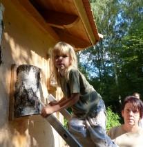 Bau von Nistkästen für den Naturpark Drömling während des Umwelt-Kinder-Tages 2014 in Oebisfelde